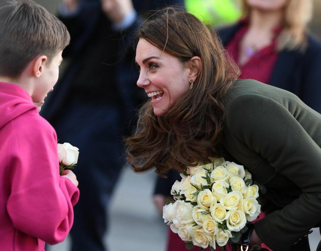 Kate Middleton tycker om att träffa sina unga fans.