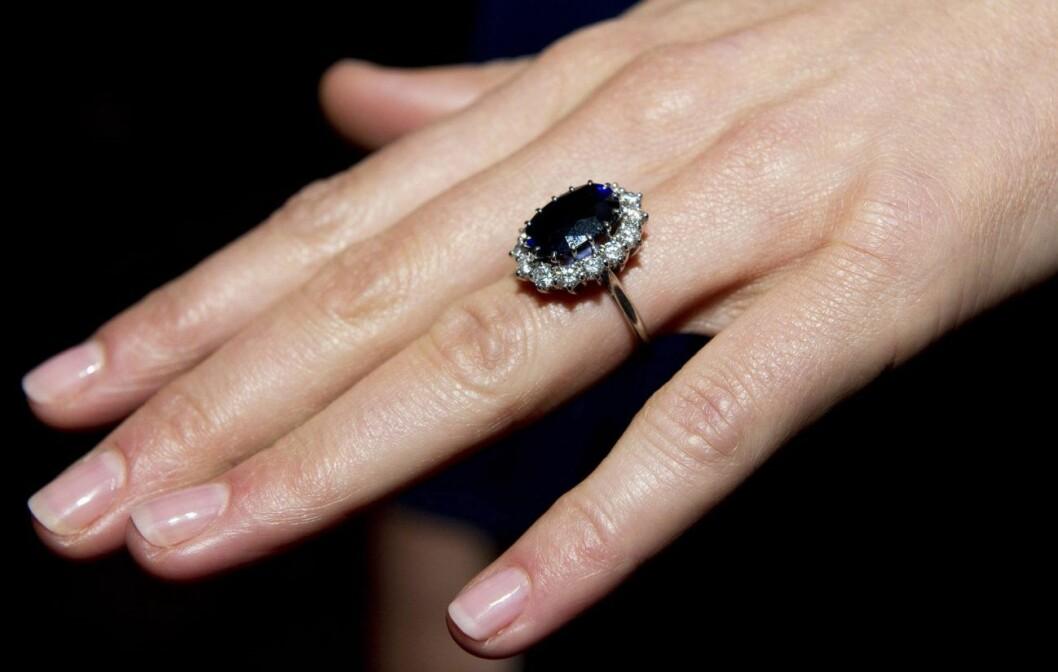 Kate Middletons vackra förlovningsring har tillhört prinsessan Diana.