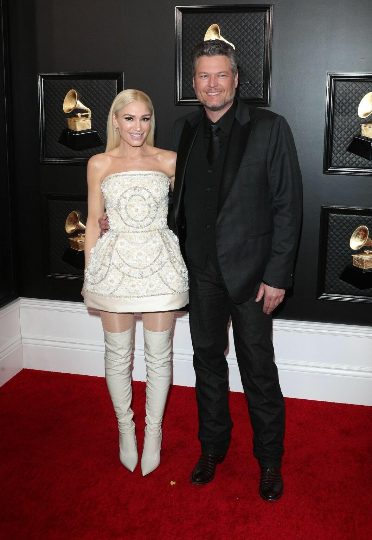 Gwen Stefani, klädd i Dolce & Gabbana, kom till galan med kärleken Blake Shelton vid armen.