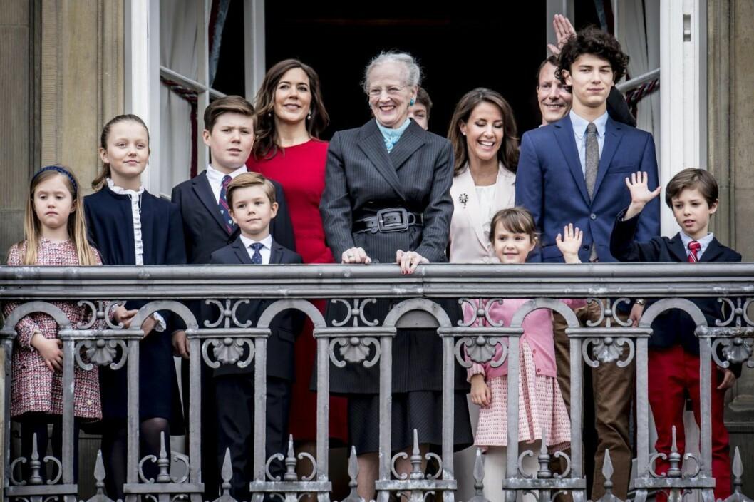 drottning Margrethe med sin abarnbarn