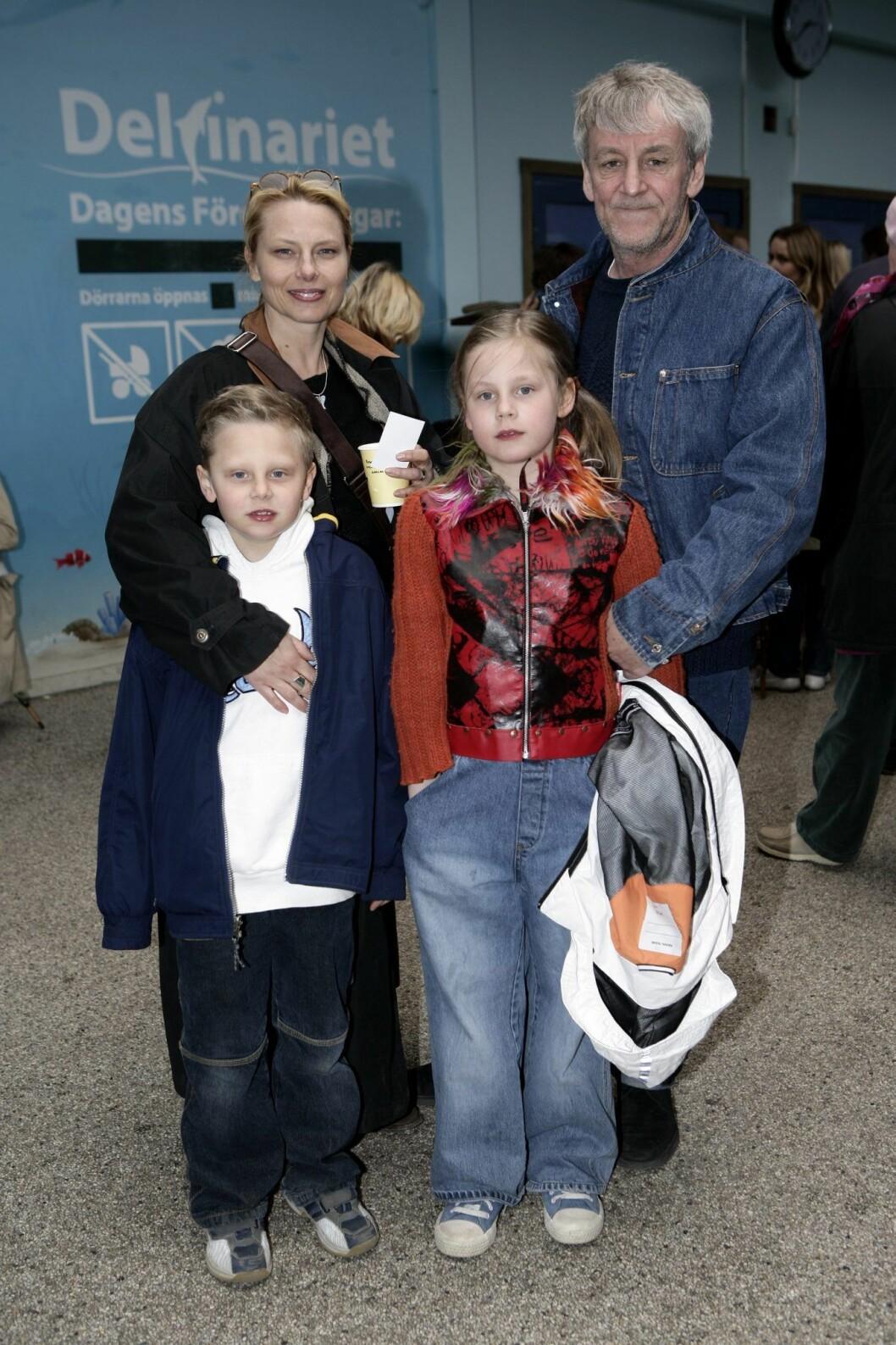 Helena Bergström och Colin Nutley med barnen Tim och Molly.