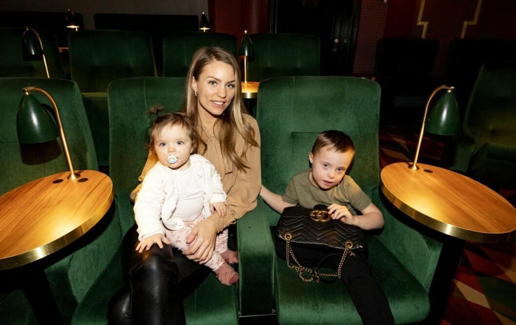 Tv3-profilen Julia Bergman med sonen Milan och dottern Zelda på pressträff