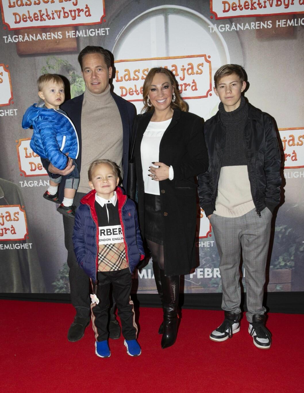 Charlotte Perrelli och Anders Jensen med barnen Adrian, Alvin och Alessio.