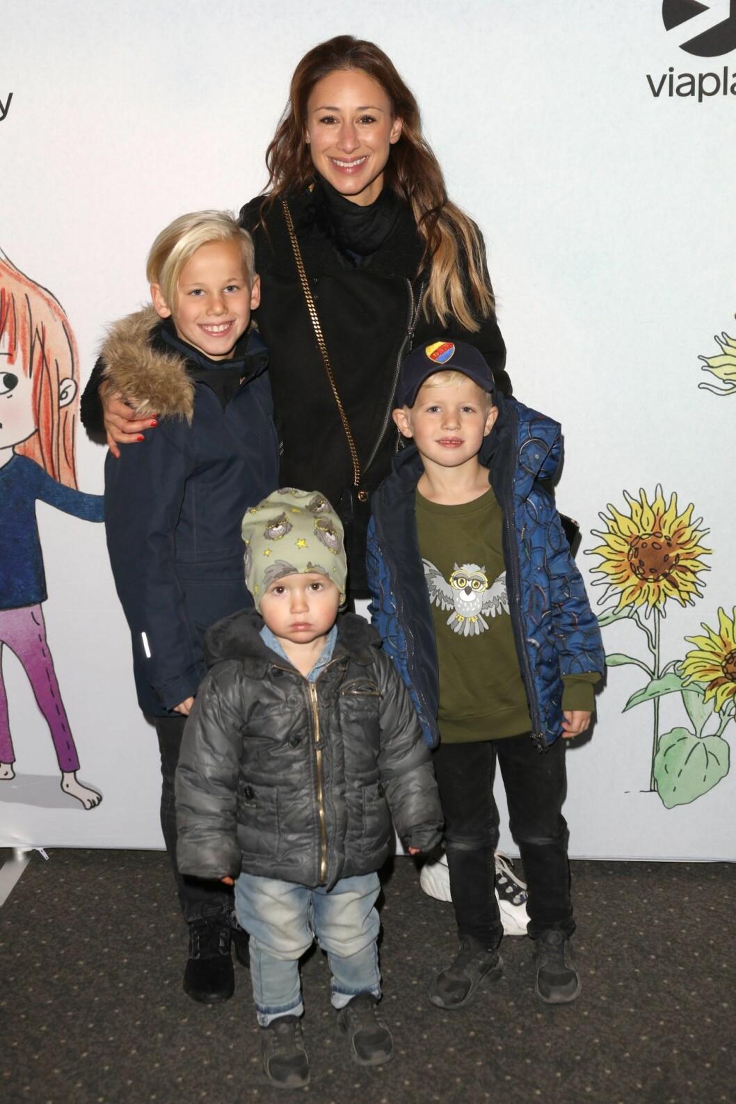 Katrin Zytomierska med barnen Ringo, Rambo och Falke.