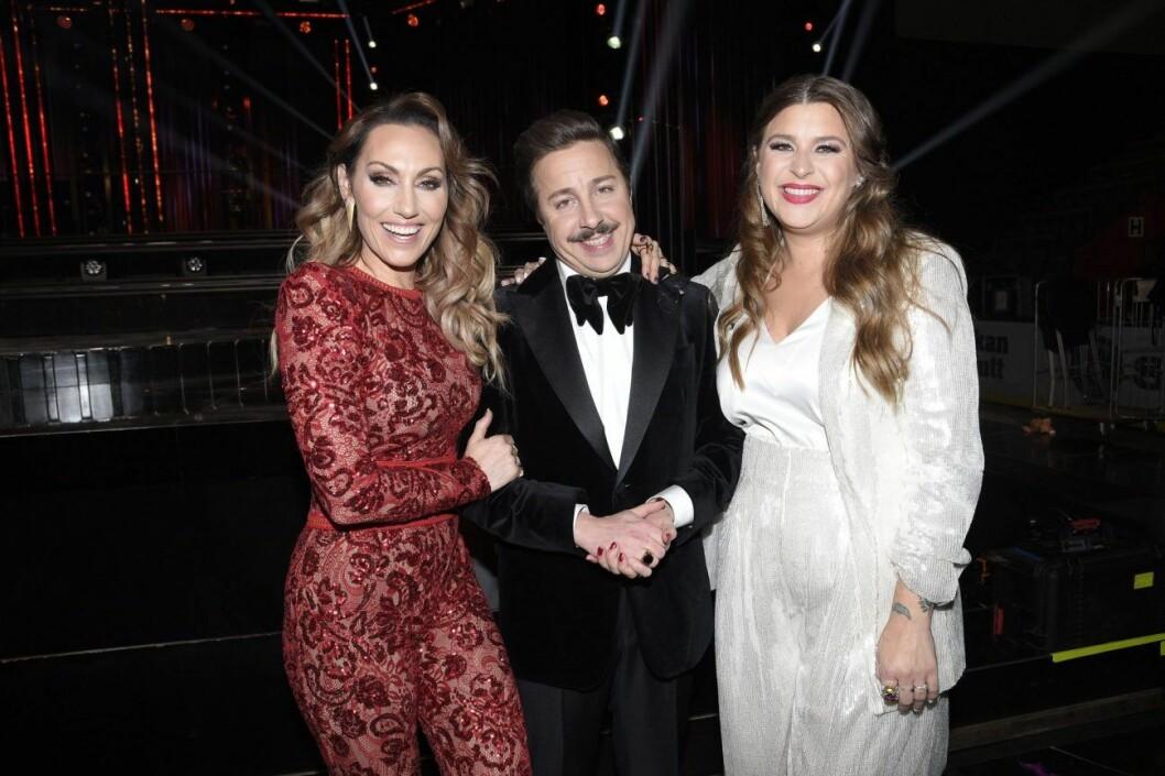 Tre stolta programledare för Melodifestivalen 2020: Lina Hedlund, David Sundin och Linnea Henriksson.