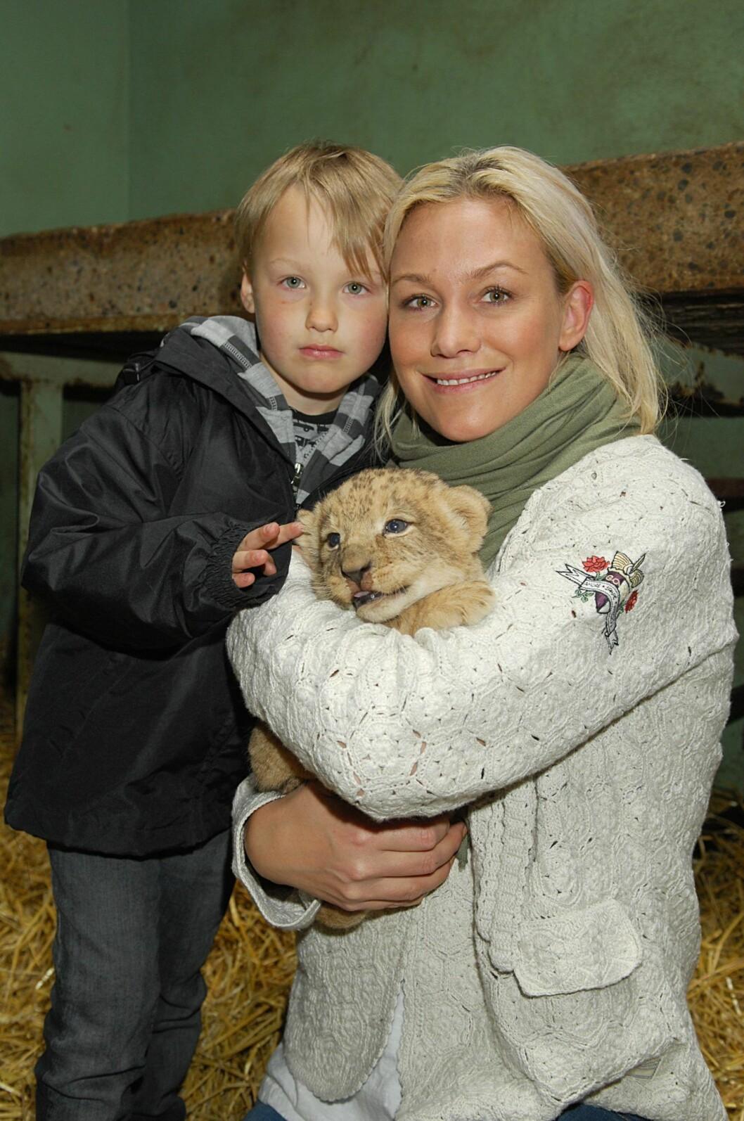 Jessica Andersson tillsammans med sonen Liam.
