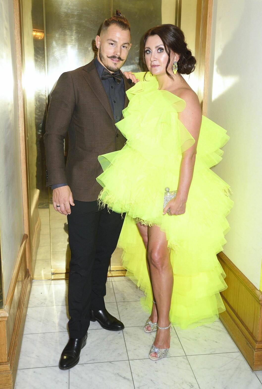 Succéparet Simon Sköld och Camilla Läckberg var snygga på Elle-galan.
