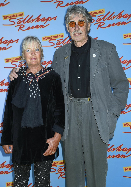 Lasse Åberg på musikalpremiär med hustrun Inger.