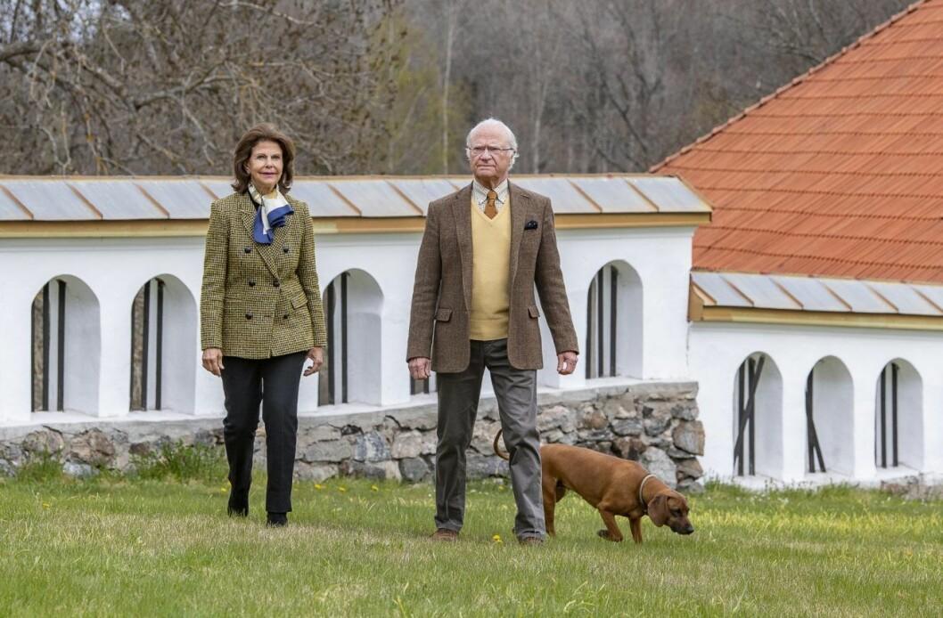 Kungen och drottningen befinner sig nu på slottet Stenhammar utanför Flen.