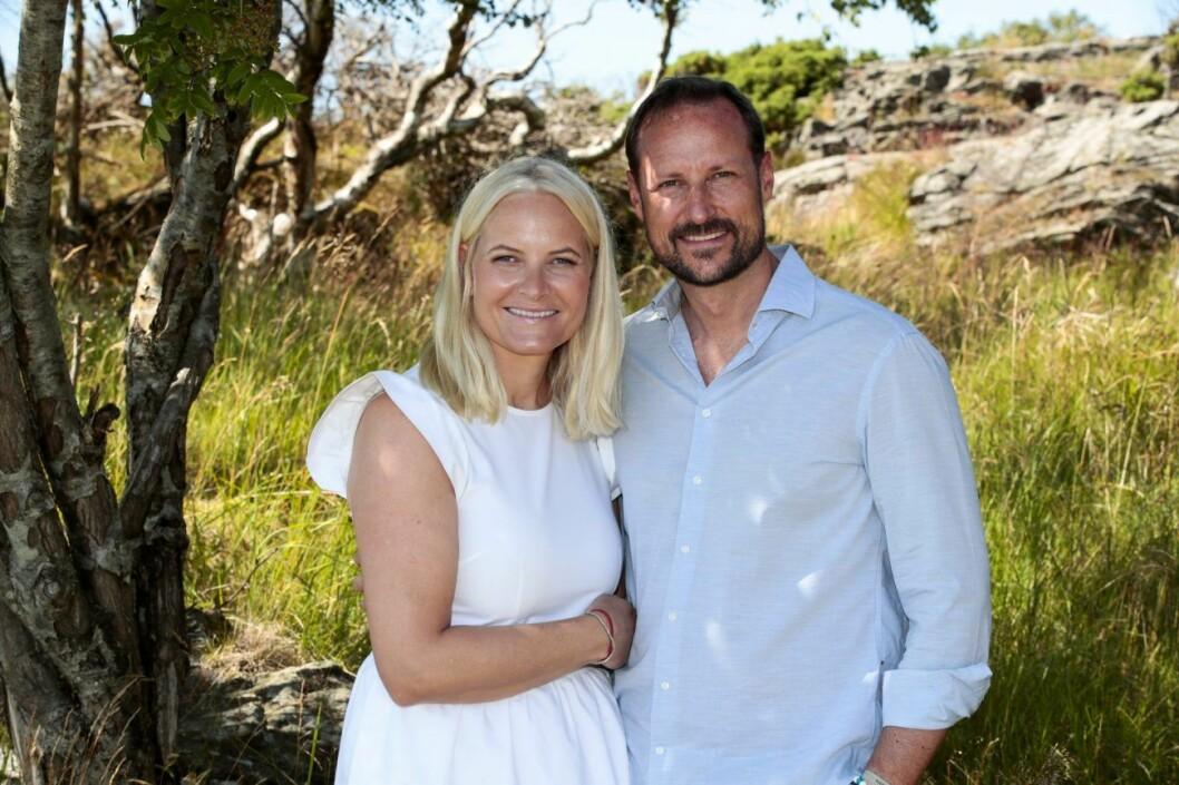 Mette-Marit och Haakons familjebild sommaren