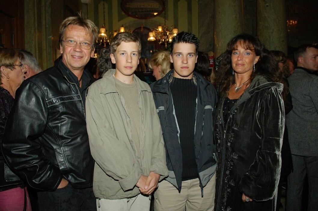 Björn och Pernilla Skifs med sönerna Jonathan och Oliver