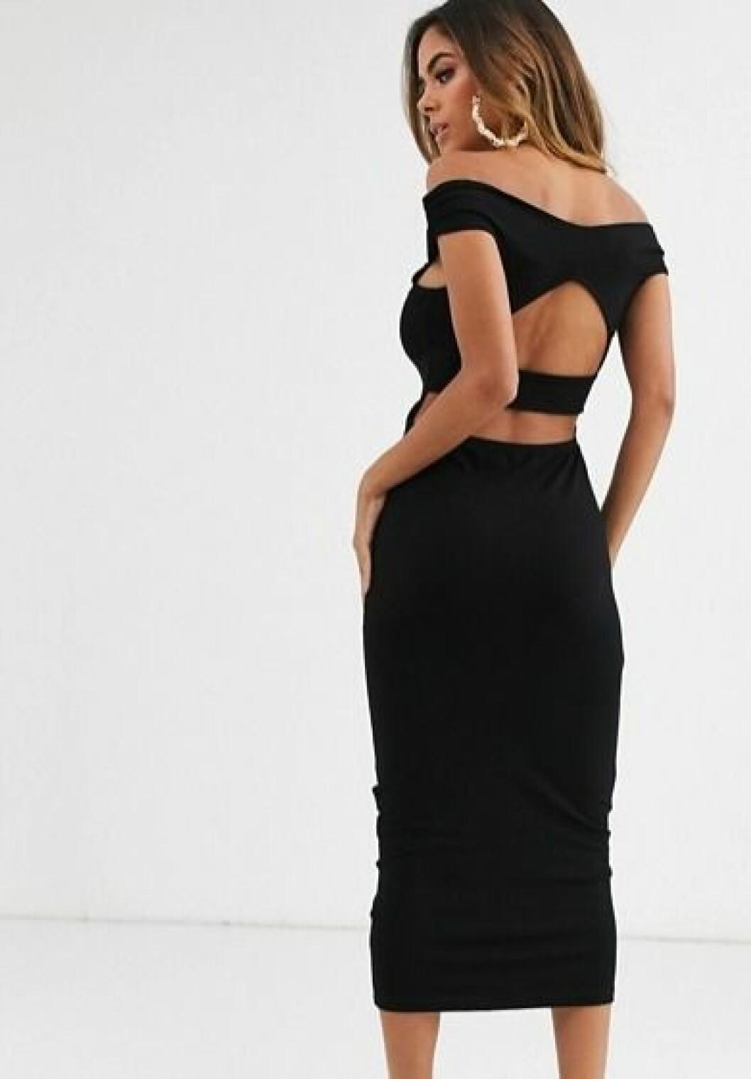Svart klänning med detaljer i ryggen