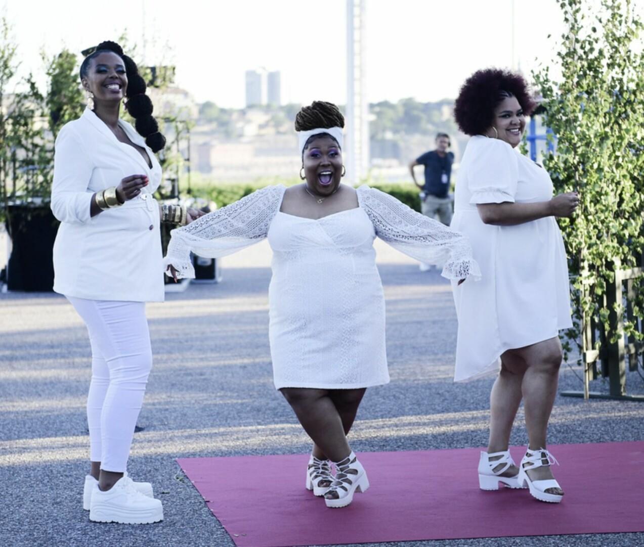 The Mamas i vita kläder