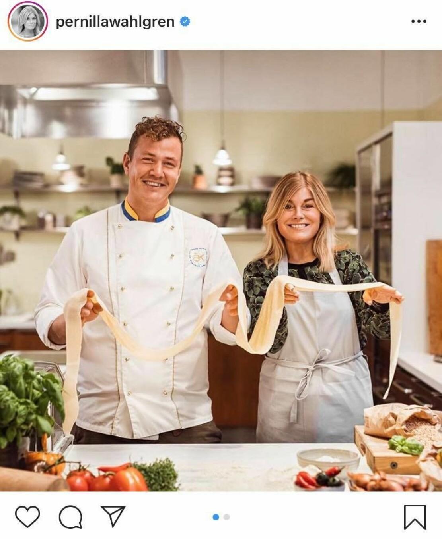Thomas Sjögren och Pernilla Wahlgren, Yes chef