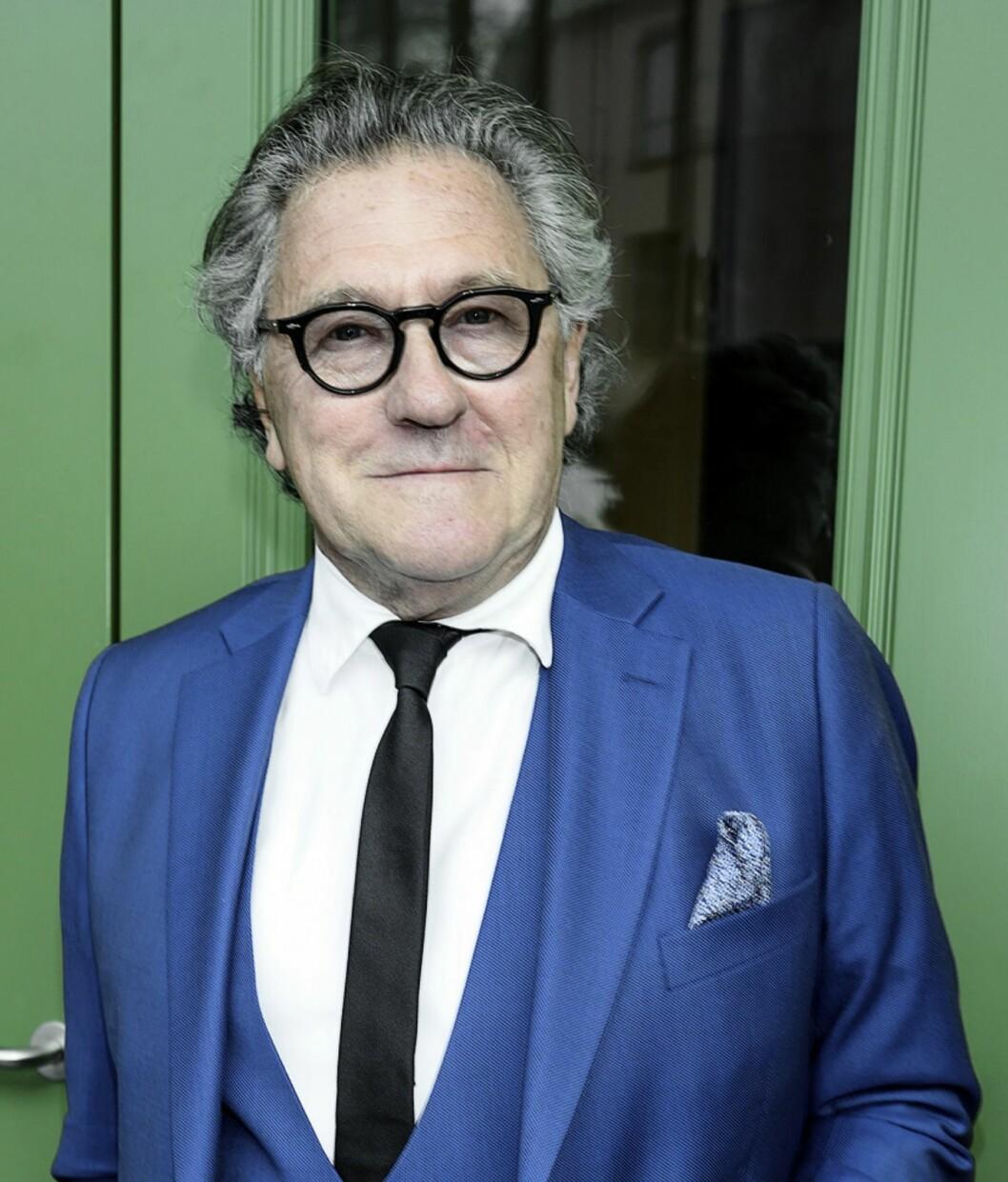 Tommy Körberg i blå kostym