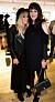 Victoria Sellers och mamma Britt på galleri år 2017