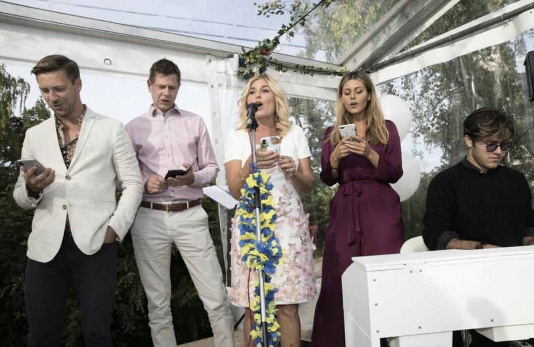 Familjen Wahlgren/Ingrosso sjunger