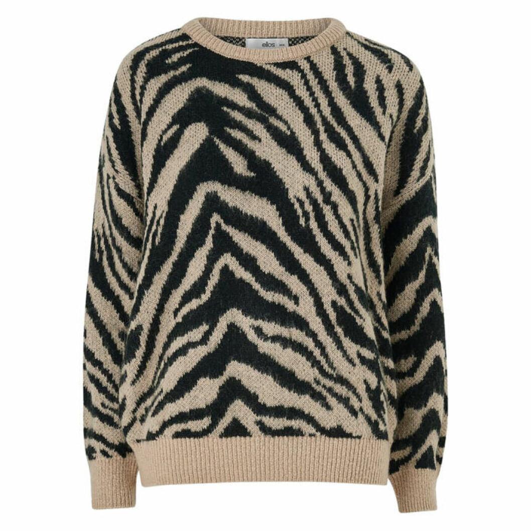 Stickad tröja med zebramotiv