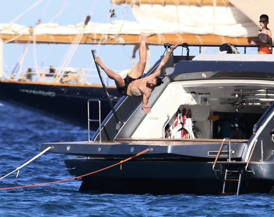 Zlatan hoppar från sit båt